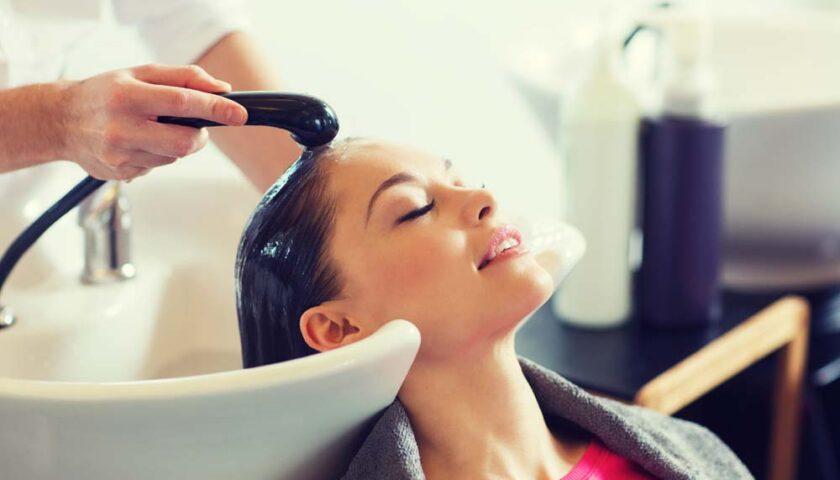 Haare Shampoonieren